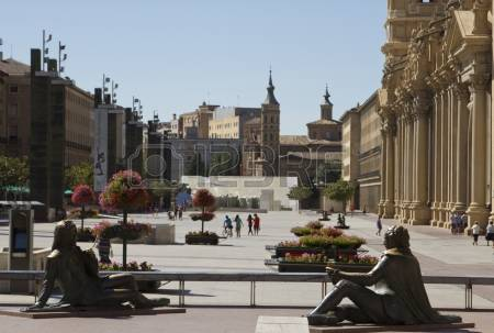 plaza-del-pilar-and-el-pilar-in-zaragoza-spain