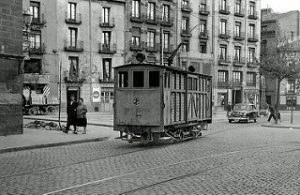 5-Plaza San Miguel 1958 _ Tranvía de _Vía y obras_ en la plaza… _ Flickr_files